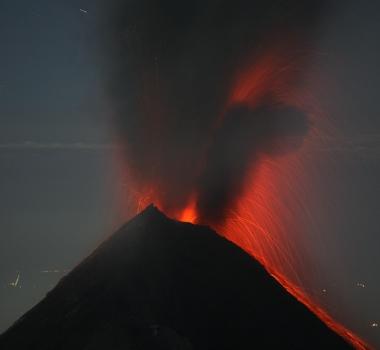 November 21 , 2016.  EN. Sabancaya , Mauna Loa , Villarica , Nevados de Chillan, Zhupanovsky , Fuego.