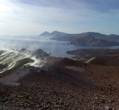 October 14, 2021. EN. Spain / La Palma : Cumbre Vieja , Italy : Vulcano , Japan : Sakurajima , Colombia : Nevado del Ruiz , Ecuador : Sangay .