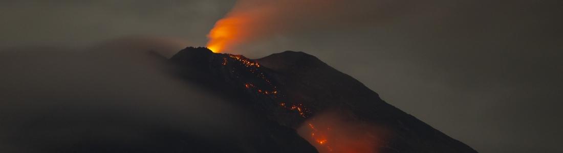 02 Février 2021. FR. La Réunion : Piton de la Fournaise , Etats-Unis : Yellowstone , Indonésie : Semeru , Pérou : Sabancaya , Kamchatka : Ebeko .