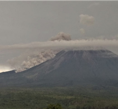 April 17, 2020. EN . Alaska : Shishaldin , Indonesia : Anak Krakatau , Indonesia : Semeru , Mexico : Popocatepetl .