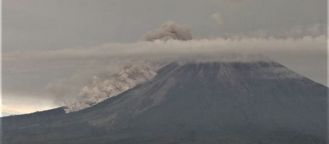 April 17, 2020. EN . Alaska : Shishaldin , Indonesia : Anak Krakatau , Indonesia : Semeru , Mexico : Popocatepetl .