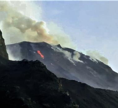 April 02 , 2020. EN . La Reunion : Piton de la Fournaise , Italy : Stromboli , Alaska : Semisopochnoi , Russia / Northern Kuriles : Ebeko .