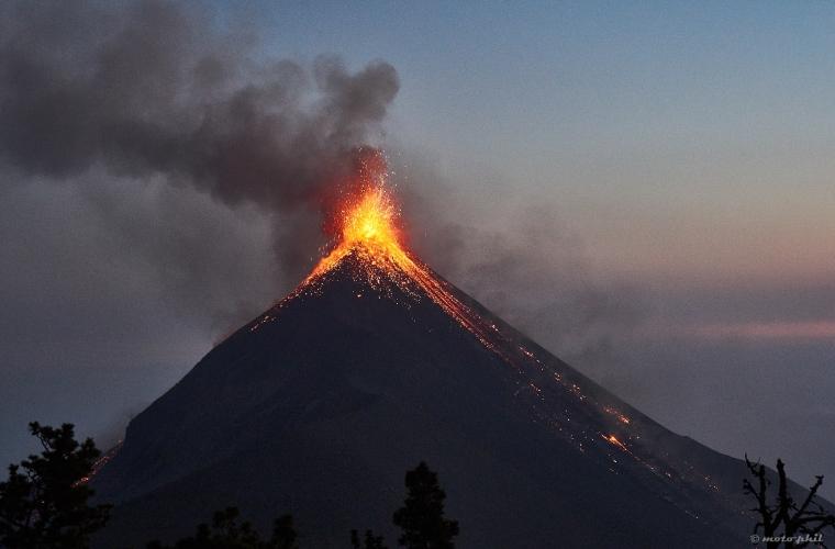 September 13 , 2017. EN. Nevado Del Ruiz , Sheveluch , Fuego , Dukono .