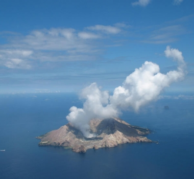 October 30 , 2019 .EN . New Zealand : White Island , Peru : Ubinas , Italy / Sicily : Etna , Colombia : Chiles / Cerro Negro , Indonesia : Kerinci .