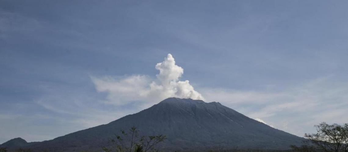 December 13 , 2017. EN. Agung , Cleveland , Nevado del Ruiz , Kanlaon , Fuego .