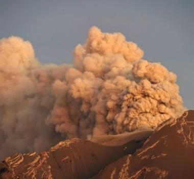 03/05/2015. Calbuco, Nevado del Ruiz , Volcans de Californie.