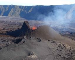 September 22 , 2018.  EN.  Mexico : Popocatepetl , La Réunion : Piton de la Fournaise , Indonésia : Merapi , Alaska : Veniaminof , Indonesia : Anak Krakatau .