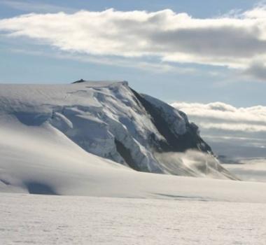 Novembre 24 , 2018.  EN.  Iceland : Grímsvötn , Russia / Kurils Islands : Sarychev Peak , Colombia : Nevado del Huila , Guatemala : Fuego , Indonesia : Anak Krakatau .