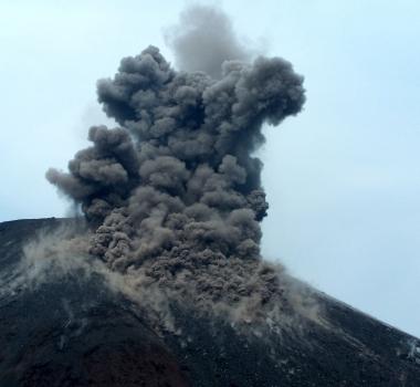October 04, 2015.  English . Nevado Del Ruiz, Kilauea, Krakatau.