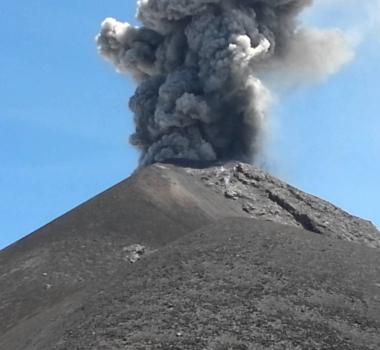 December 22, 2015. EN. Nevado Del Ruiz , Fuego , Sinabung .