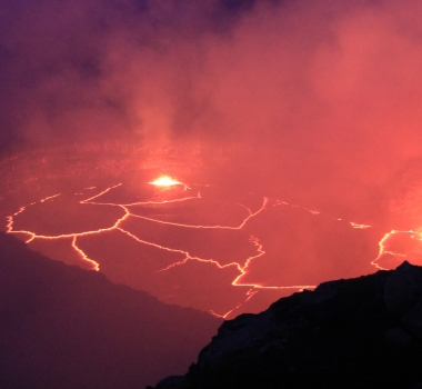 May 28 , 2016. EN.  Piton de la Fournaise , Kilauea , Iliamna , Reventador .