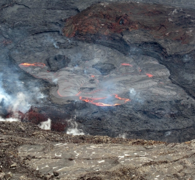 May 09, 2021. EN. La Réunion Island : Piton de la Fournaise , Hawaii : Kilauea , Indonesia : Semeru , Chile : Nevados de Chillan .