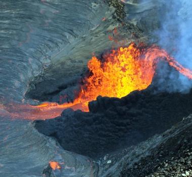 October 09 , 2021. EN . Spain / La Palma : Cumbre Vieja , Hawaii : Kilauea , Alaska : Great Sitkin , Chile : Nevados de Chillan , Indonesia : Merapi .