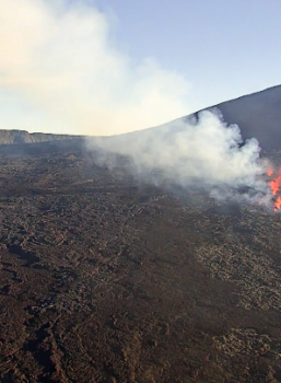 September 18 , 2018.   EN.  La Réunion : Piton de la Fournaise ,  Aleutians Islands : Semisopochnoi , Peru : Sabancaya , Japan : Azumayama , Kurils Islands : Sarychev Peak .