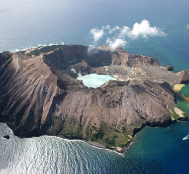 November 18, 2019. EN. Japan : Shimmoedake , New Zealand : White Island , Guatemala : Fuego , Alaska : Shishaldin .