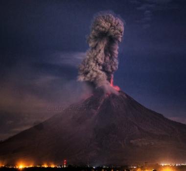 September 25 , 2017. EN. Ambae , Agung , Sinabung , Campi Flegrei , Klyuchevskoy .