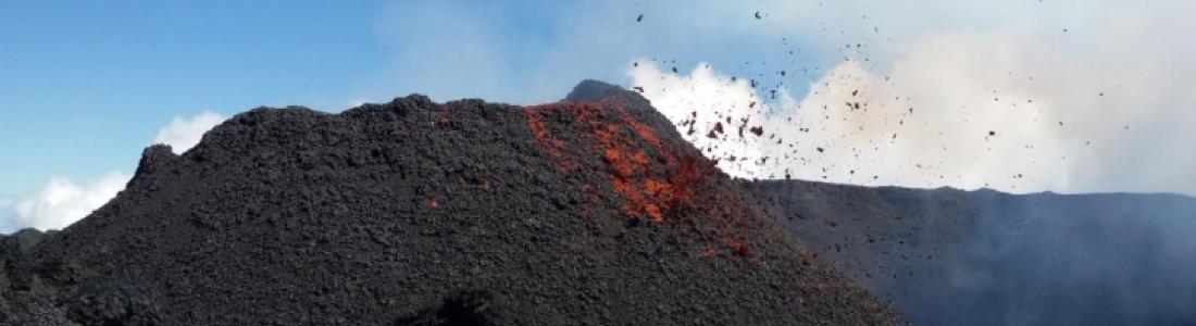 01 Octobre 2018. Fr . La Réunion : Piton de la Fournaise , Kamchatka : Karymsky , Indonesie : Anak Krakatau , Guatemala : Pacaya .