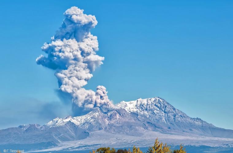 September 15 , 2017. EN. Agung , Guallatiri , Fuego , Sheveluch .