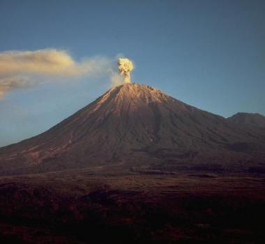 June 26, 2019. EN. Italy : Stromboli , El Salvador : San Miguel (Chaparrastique) , Guadeloupe : La Soufriere , Chile : Planchon Peteroa , Colombia : Nevado del Huila , Indonesia : Semeru .