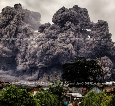 28/06/2015. English . Ontakesan, Sinabung, Nishinoshima .