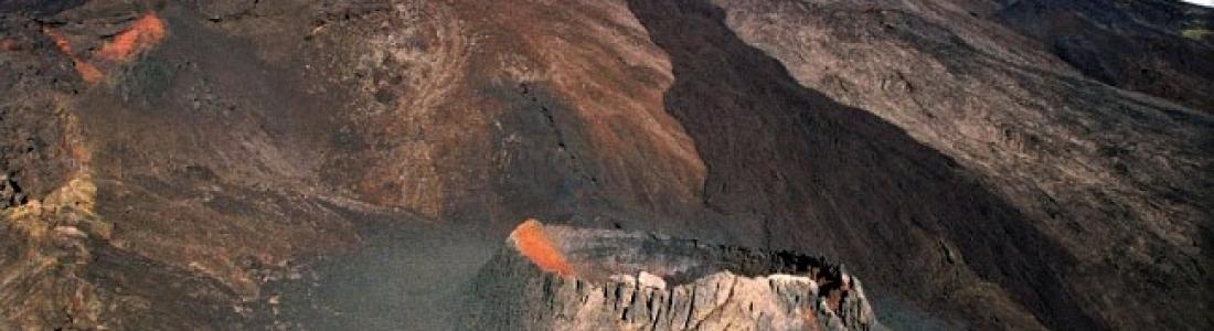 September 30, 2020. EN . La Réunion : Piton de la Fournaise , Italy / Sicily : Etna , Italy : Stromboli , Ecuador : Reventador .