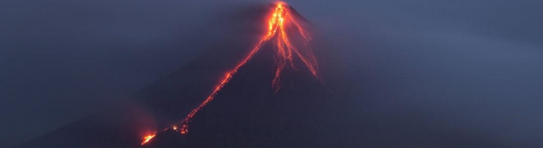 2 Mars 2018. FR. Piton de la Fournaise , Mayon , Shinmoedake  , Sinabung , Volcans de Californie .