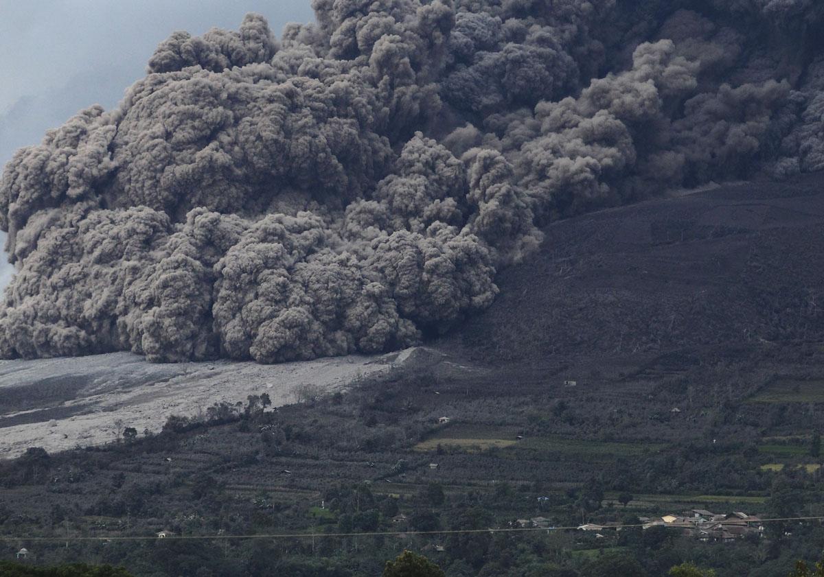 August 10, 2015. English . Fuego, Sinabung, Gamalama .