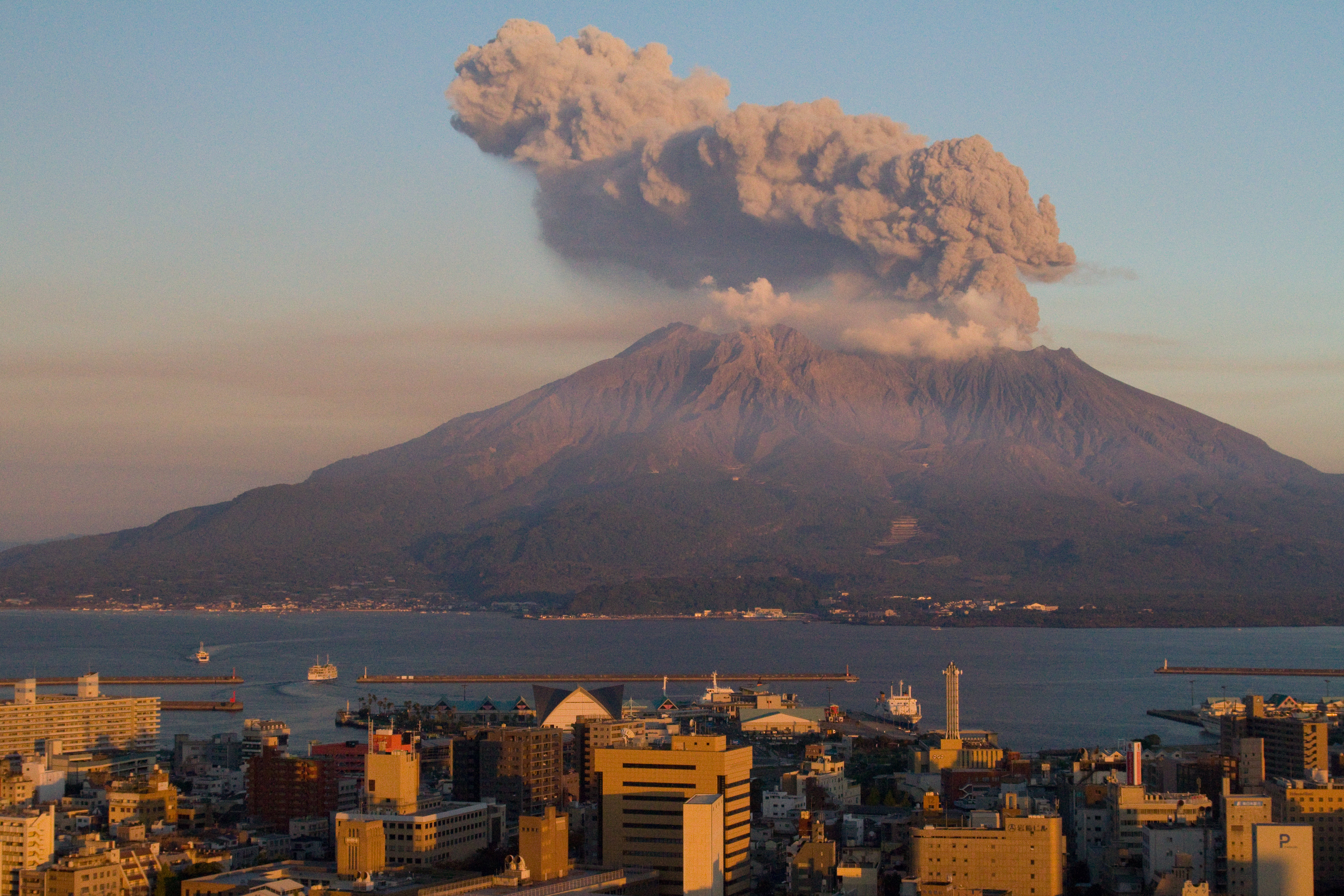 August 15, 2015. English. Sakurajima.