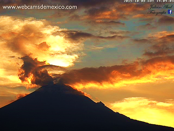 October 09, 2015.  English.  Kawah – Ijen , Popocatepetl, Fuego .