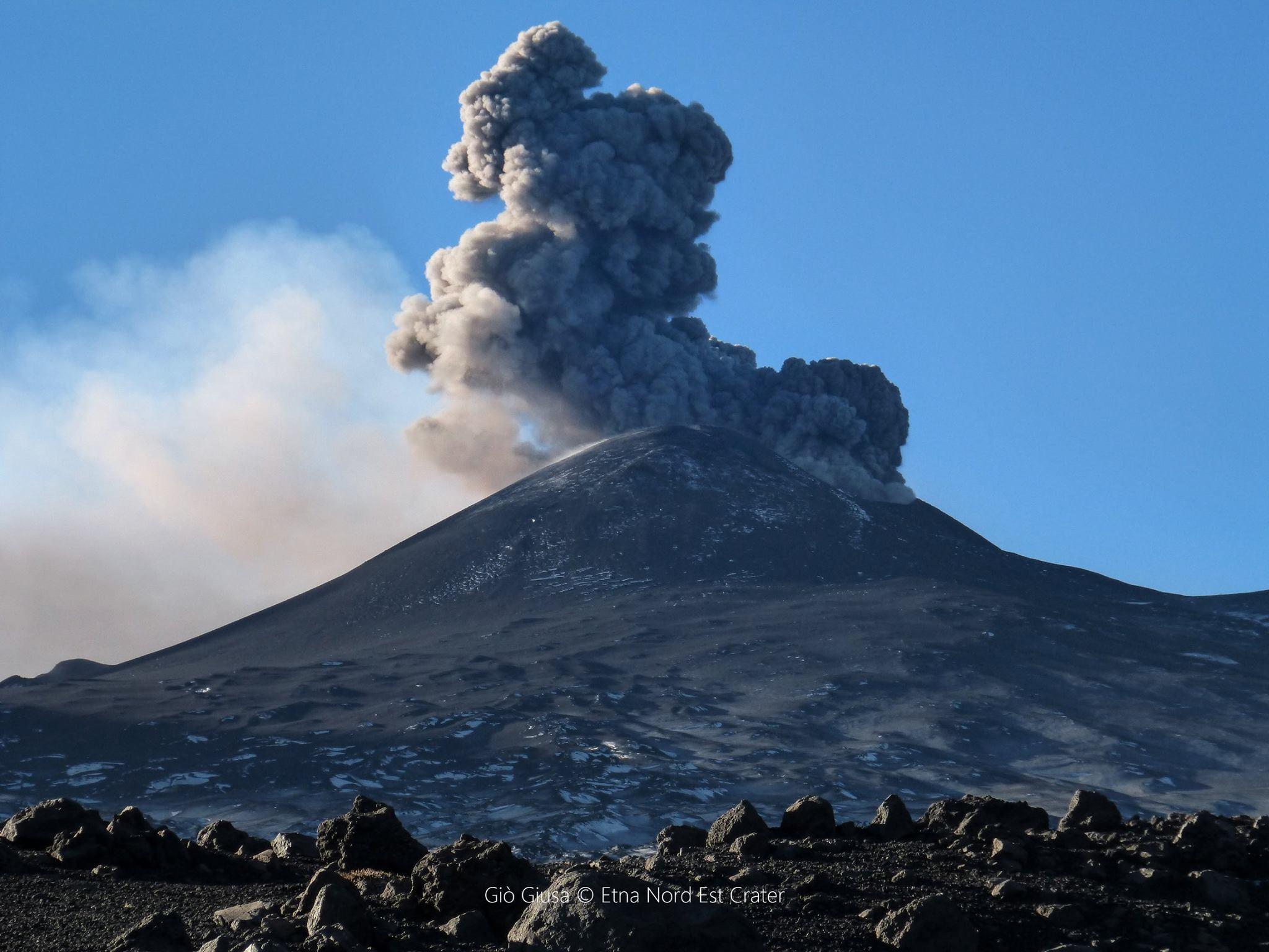 December 10 , 2015.  EN.  Etna , Nevado del Ruiz , Bromo .