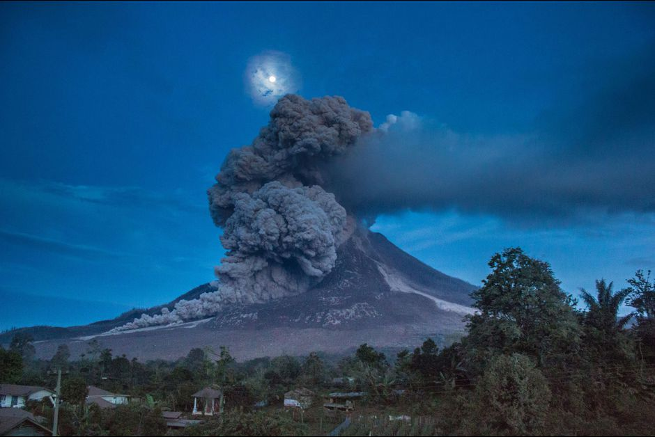 December 28, 2015. EN. Sinabung , Kanlaon , Karymsky .