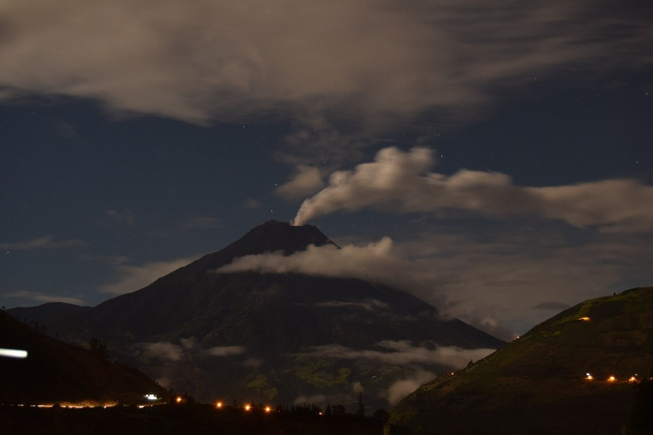 December 01, 2015. EN.  Tungurahua , Zao, Karymsky .