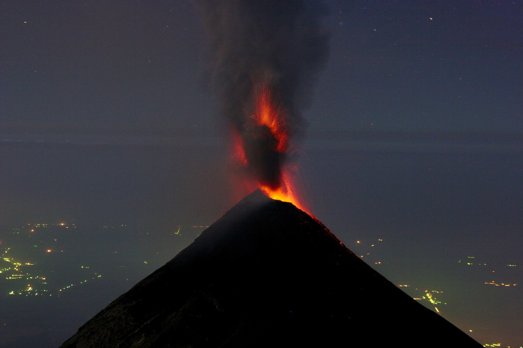 September 25 , 2016. EN. Turrialba , Fuego , Nevado Del Huila , Copahue .