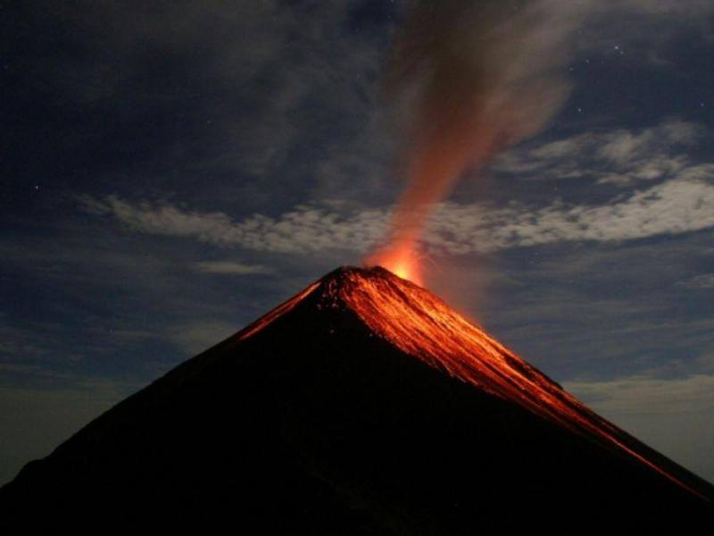 22/10/2016. FR . Fuego , Cotopaxi , Tungurahua , Sheveluch .