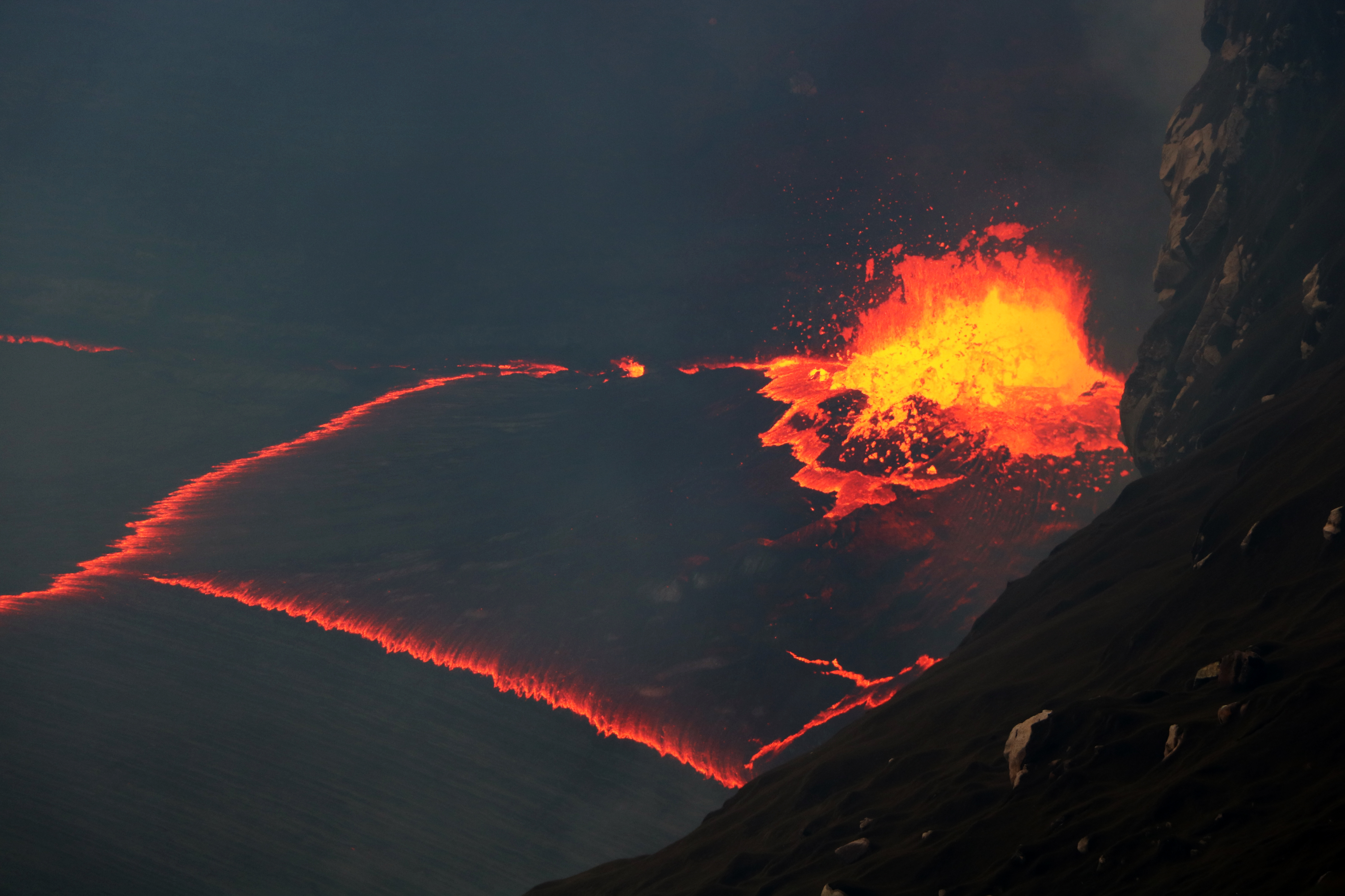 October 08 , 2016. EN . Kilauea , Fuego , Santiaguito , Nevado Del Ruiz , Mauna Loa , Aso .