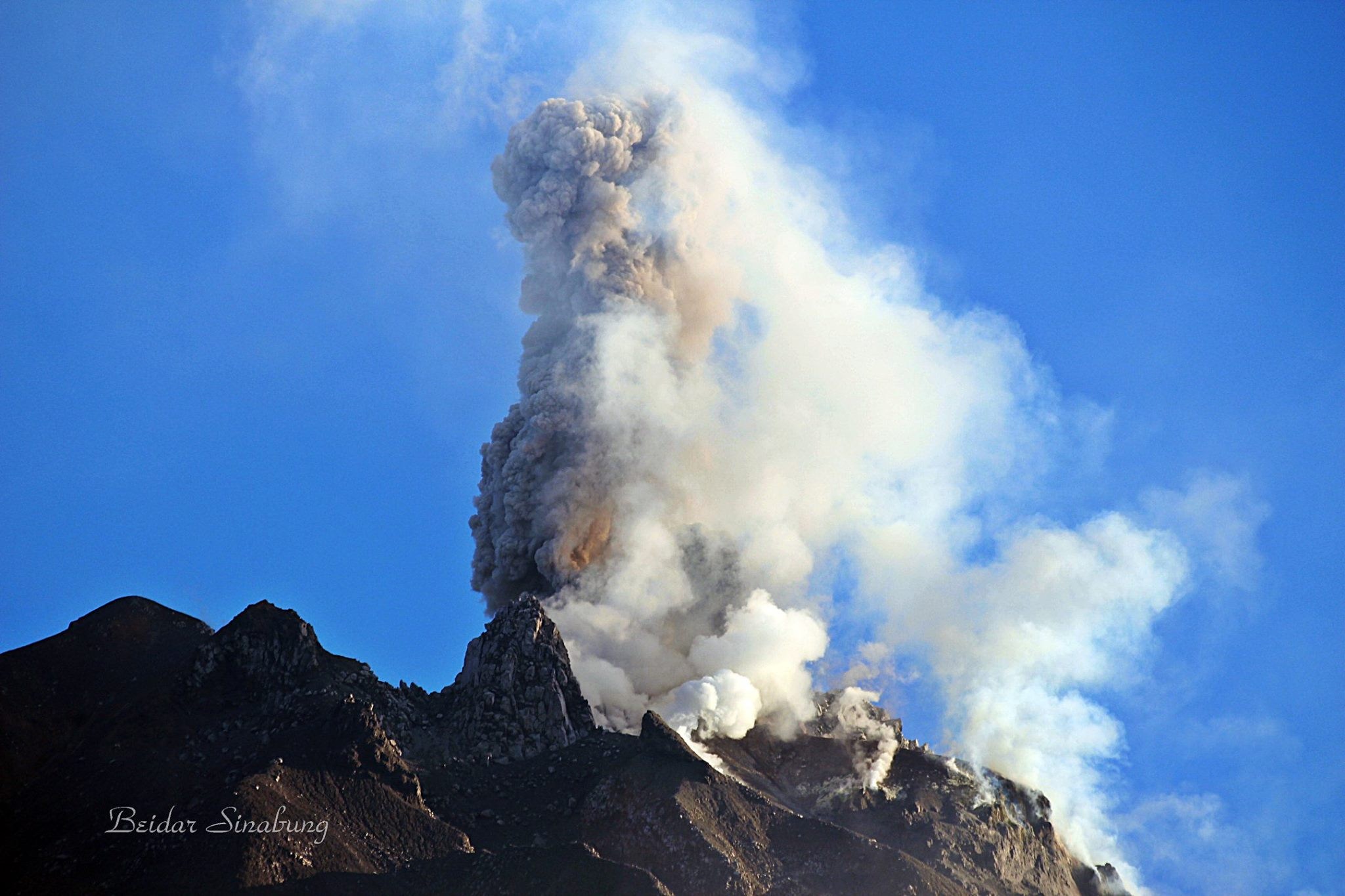 March 31 , 2017. EN.  Fuego , Ebeko , Turrialba, Sinabung .