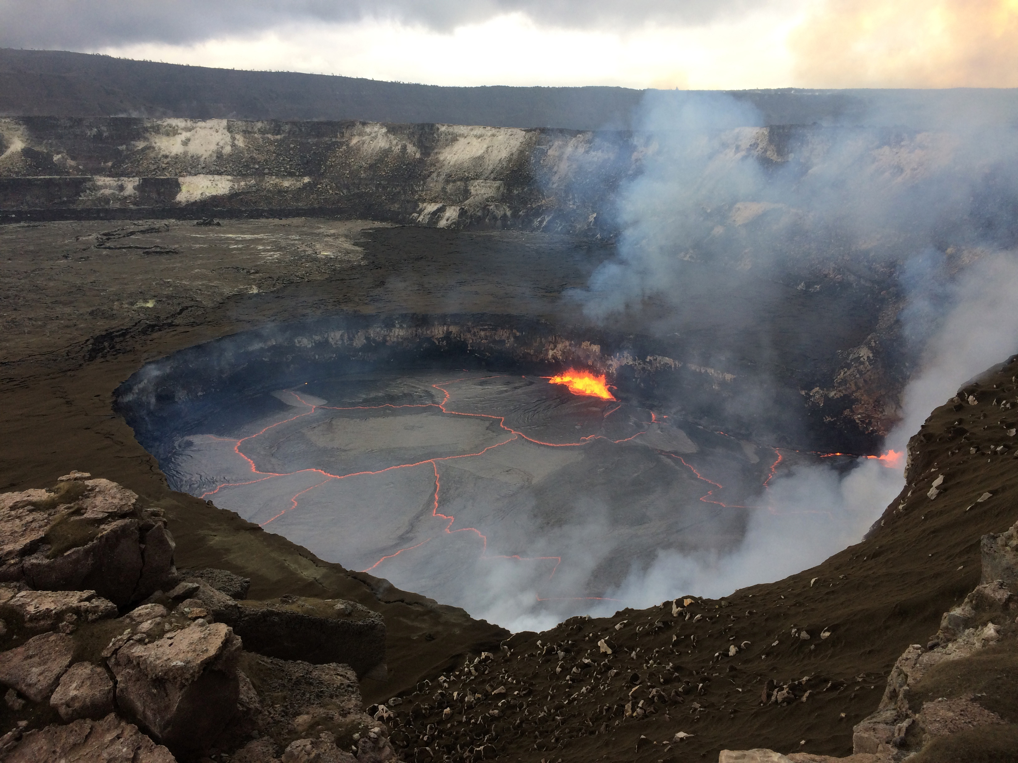 July 12 , 2017. EN.  Kilauea , Nevado del Ruiz , Fuego , Bromo .