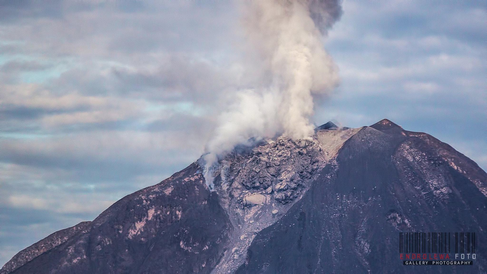 August 30 , 2017. EN. Sinabung , Kanlaon , Nevado del Huila , Piton de la Fournaise .