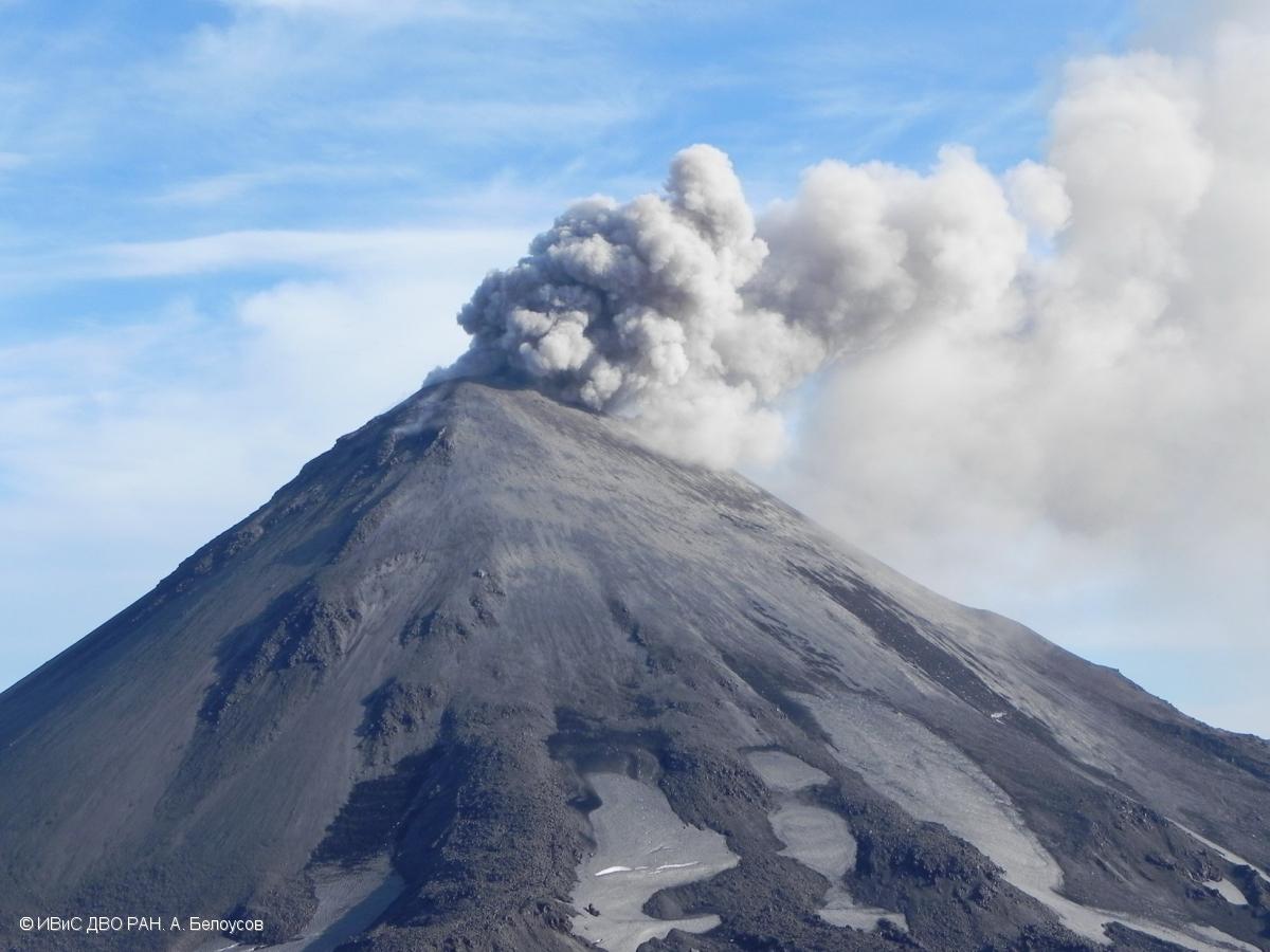 August 14, 2019. EN. La Reunion : Piton de la Fournaise , Kamchatka : Karymsky , Colombia : Chiles / Cerro Negro , Peru : Sabancaya , Hawaii : Kilauea .