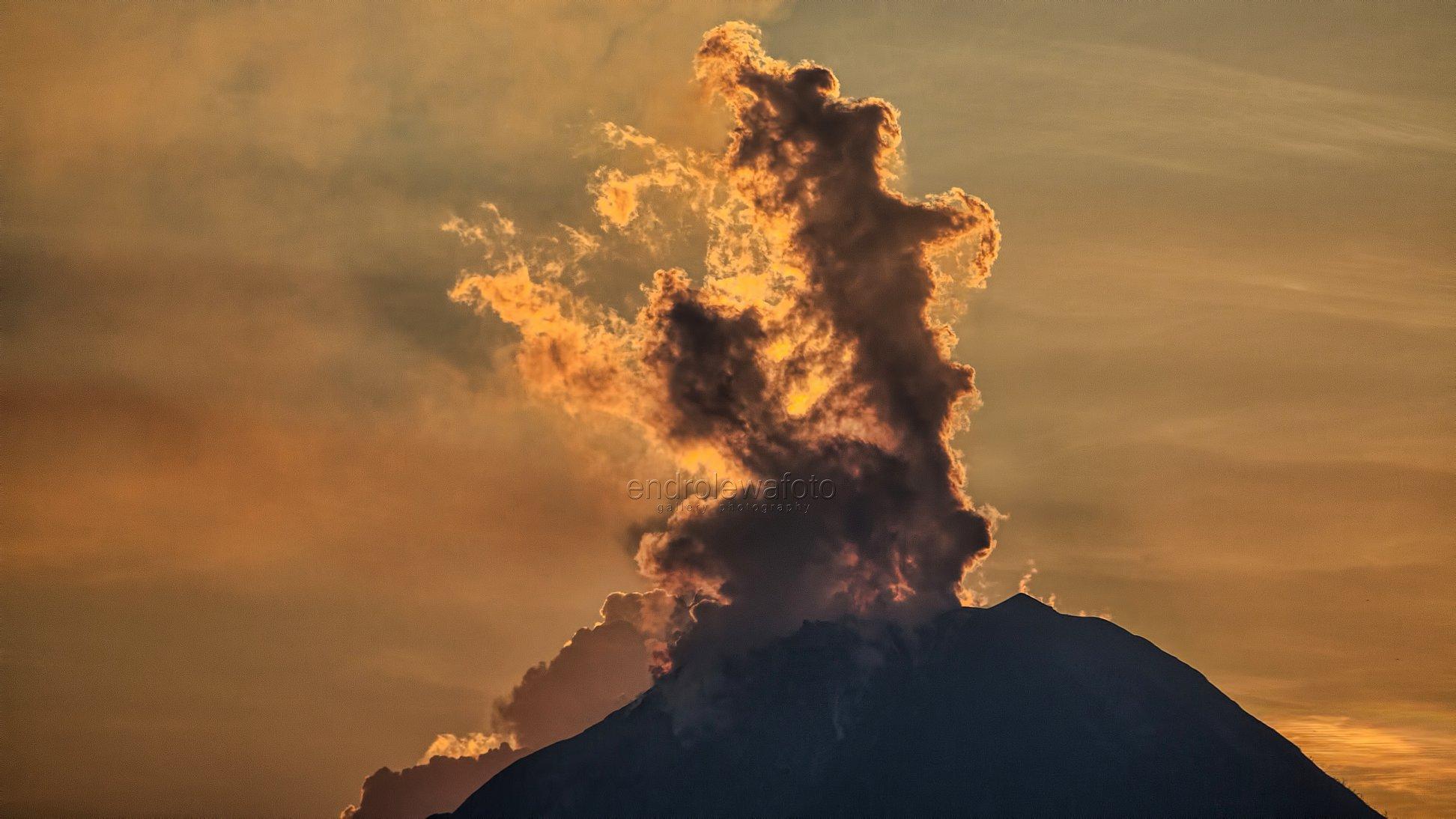 12 Février 2018 . FR.  Ebeko , Mayon , Pacaya , Sinabung , San Cristobal .