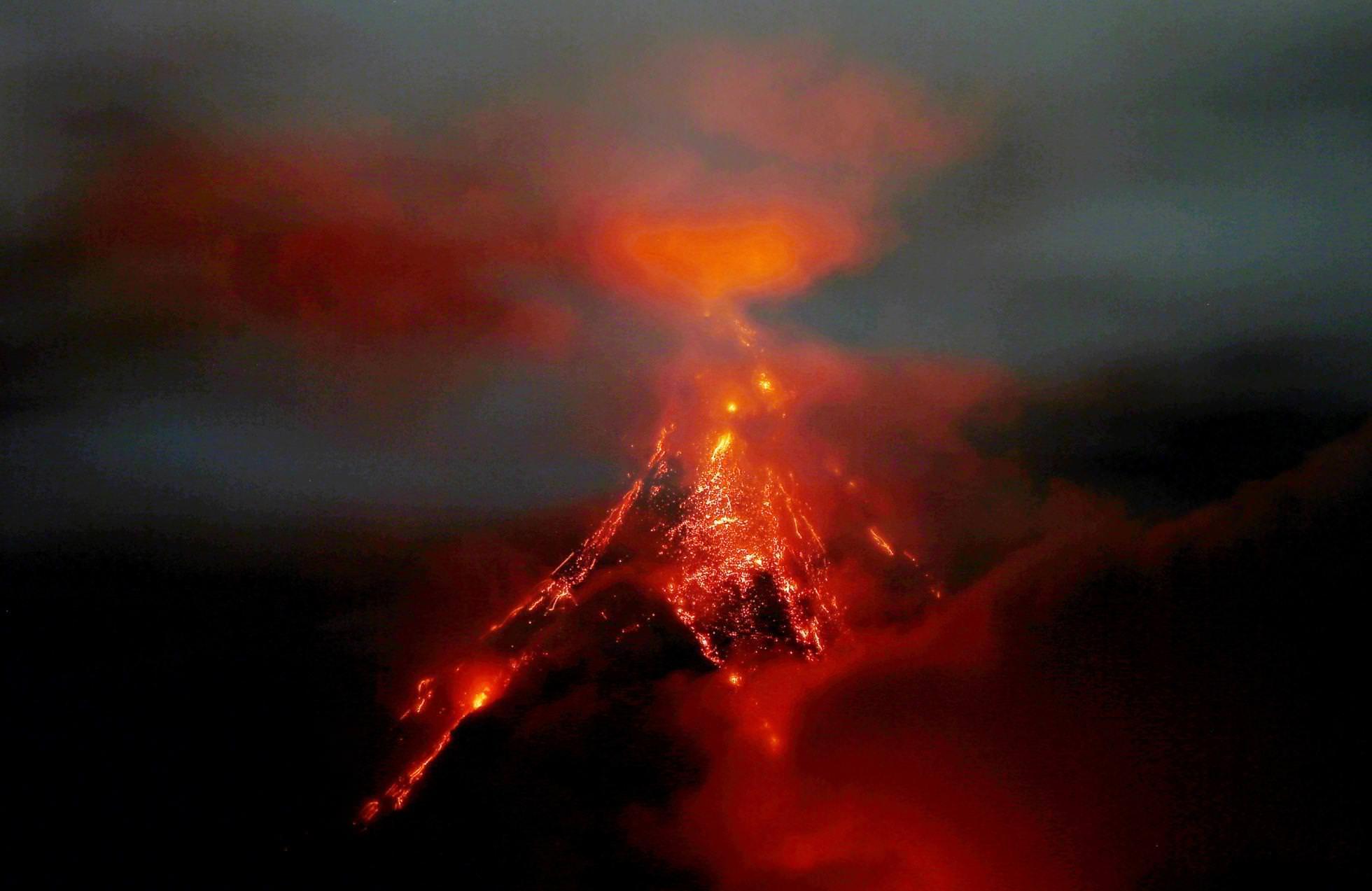 February 15 , 2018. EN.  Mayon , Nevado del Ruiz , Santiaguito , Turrialba , Poas , Rincon de la Vieja .