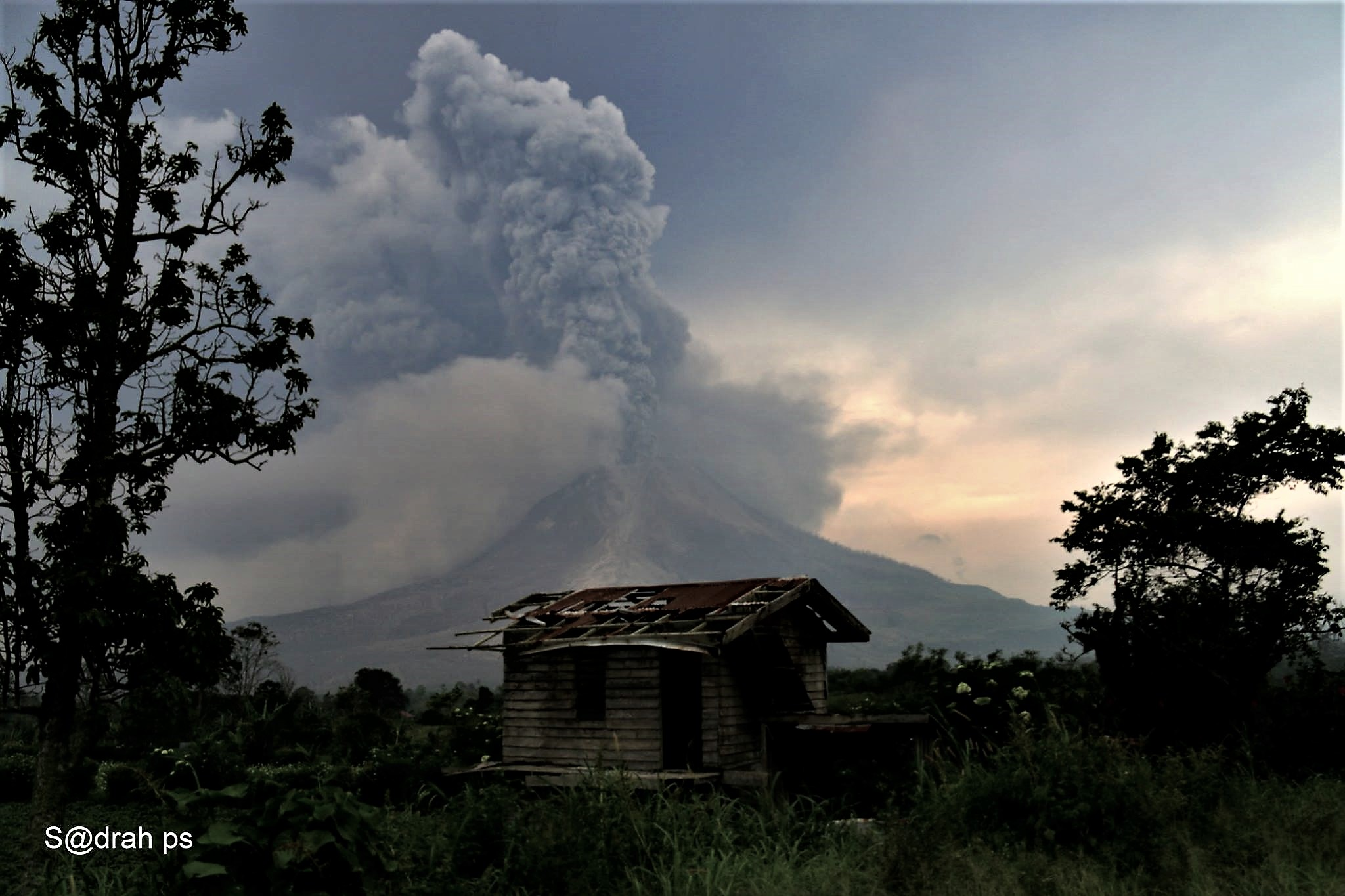 12 Avril 2018. FR. Cumbal , Ambae , Shinmoedake , Piton de la Fournaise , Sinabung .