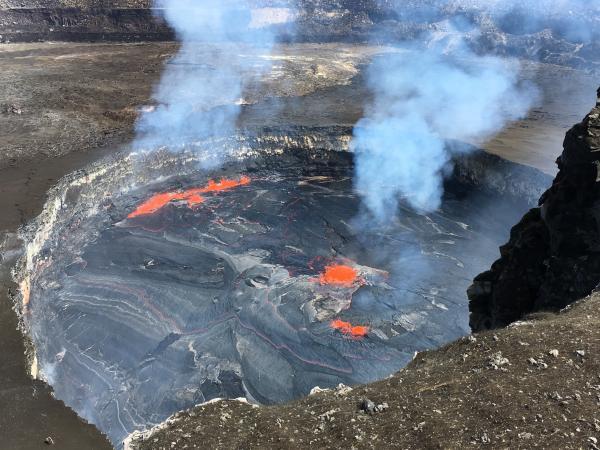 April 13 , 2018. EN.  Ambae , Kilauea , Sinabung , Mauna Loa .
