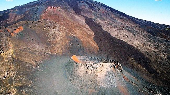 April 03 , 2018. EN. Piton de la Fournaise , Sabancaya , Yellowstone , San Cristobal .