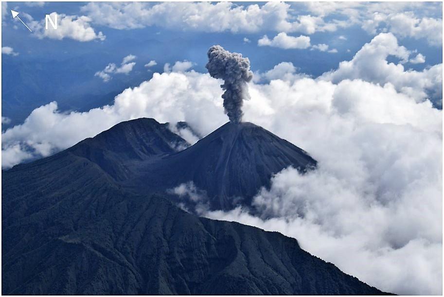September 24 , 2018.  EN.   La Réunion : Piton de la Fournaise ,  Chile : Villarica , Peru : Reventador , Indonesia : Anak Krakatau .