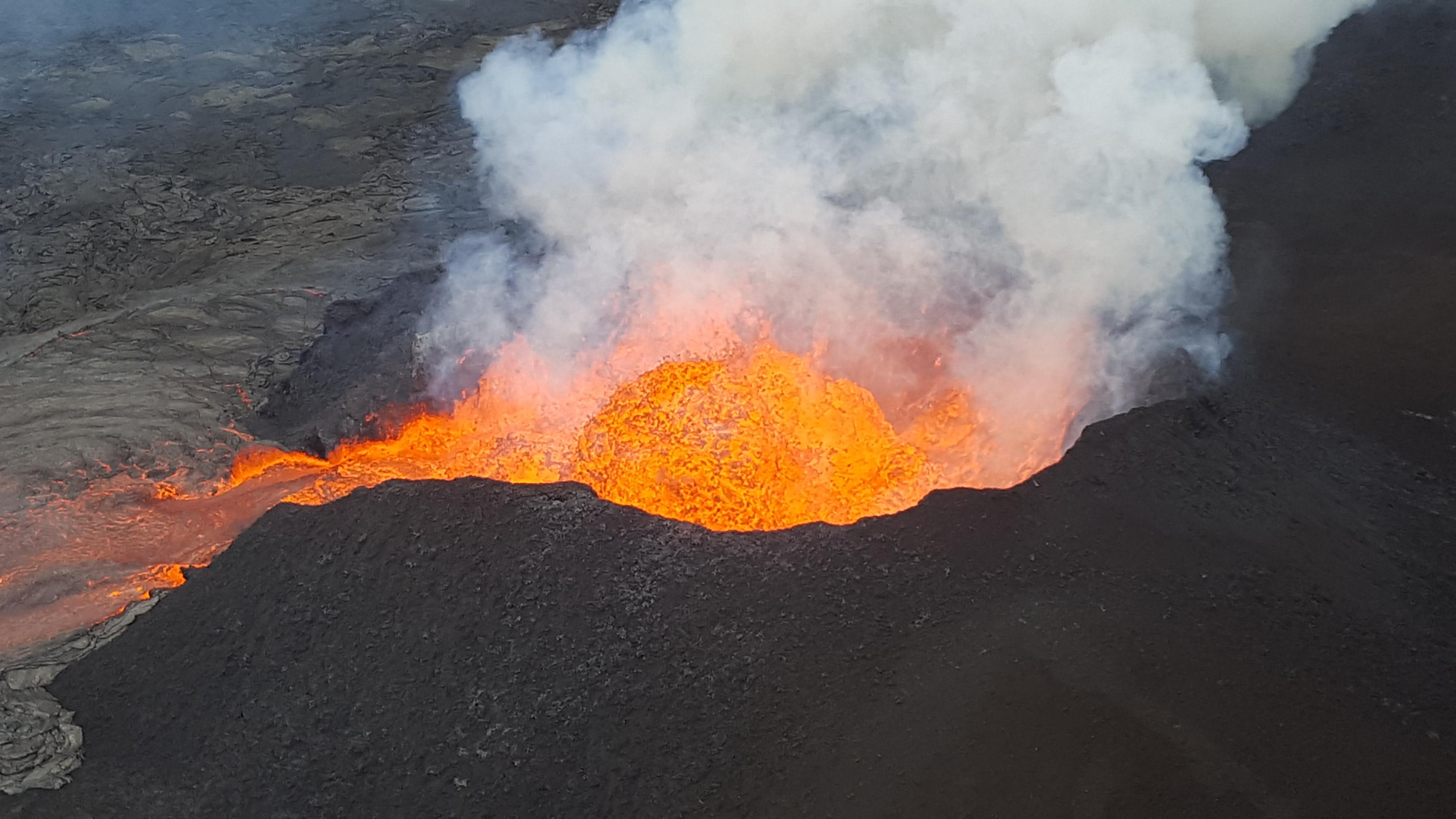 June 18 , 2018.  EN. Hawai : Pu'u 'Ō'ō  / Kilauea , Ecuador / Galapagos : Fernandina , Guatemala : Fuego , Philippines : Mayon .
