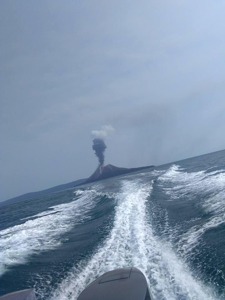 July 17 , 2018.  EN.    Indonesia : Anak Krakatau , Peru : Sabancaya , La Réunion : Piton de la Fournaise , Hawai : Kilauea , Italy : Stromboli .