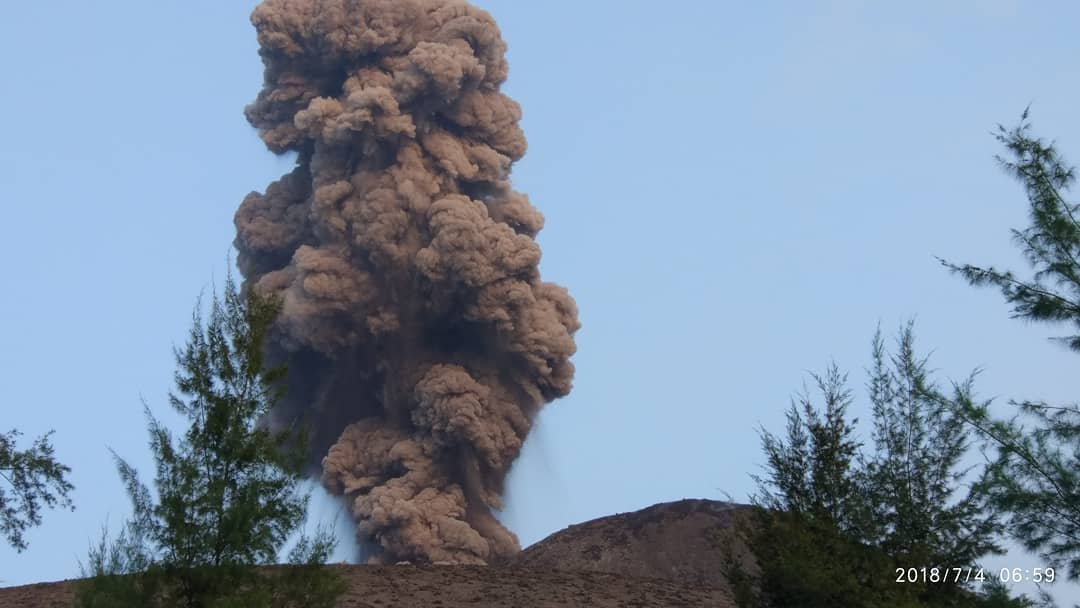 12 Juillet 2018 . FR. Hawai : Kilauea , Kamchatka : Ebeko , Indonésie : Anak Krakatau , Vanuatu : Ambae .