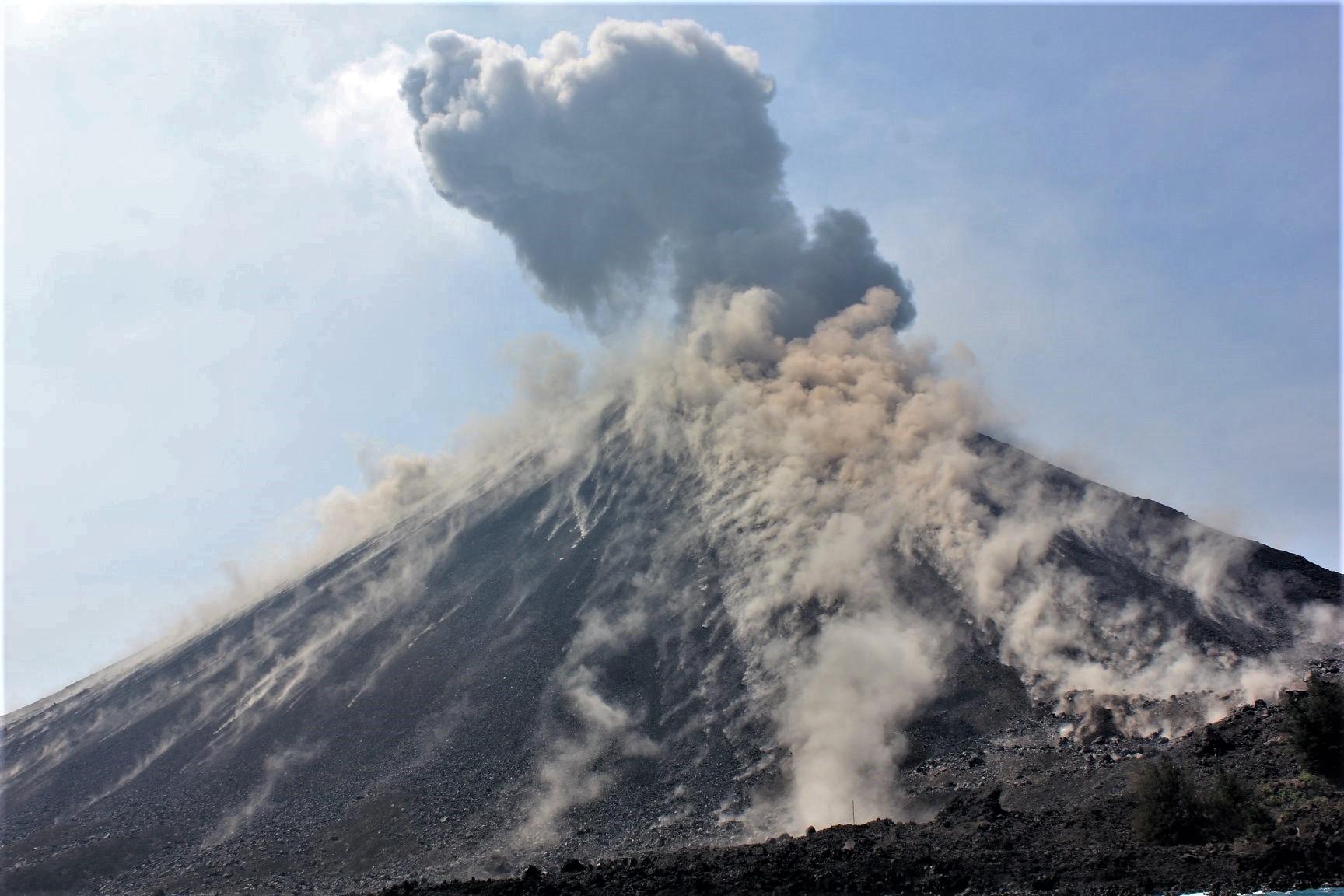 July 25 , 2018.  EN.  Italy / Sicily : Etna , Hawai : Kilauea , Colombia : Galeras , Indonesia : Anak Krakatau , Indonesia : Agung .