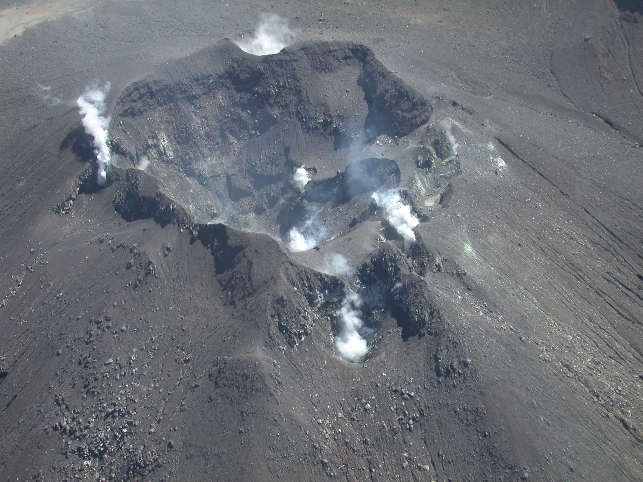 15 Aout 2018. FR.  Colombie : Galeras , Equateur : Sangay , Japon : Kuchinoerabujima , La Réunion : Piton de la Fournaise .